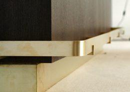 Roselier Agencement - Architectes sur-mesure - Détail plinthe et repose-pieds - Design Studio Kompa