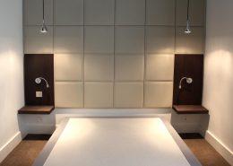 Roselier Agencement - Architectes-Sur-Mesure - Tête de lit avec carrés skaï surpiqués - Paris - Design Agence BR