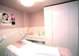 Roselier Agencement - Before - Cabine privée avec aménagements en mélaminé blanc brillant