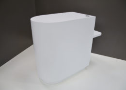 Roselier Agencement - Comptoirs d'accueil - Comptoir sur mesure de forme arrondie avec PMR fixe - Stratifié blanc alpin de chez Egger
