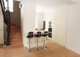 Roselier Agencement - Cuisines - Meuble toute hauteur et table haute avec partie relevable - Design Structure Réalisateur d'Espaces
