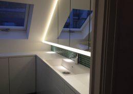 Roselier Agencement - Cuisines et Sdb - Laque blanche et Corian avec éclairage Led périphérique - Paris - Design Galaktik