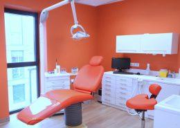 Roselier Agencement - Médical - Cabinet dentaire avec plan de travail en résine de synthèse - Deauville - Design Structure Réalisateur d'Espaces