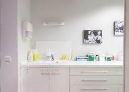 Roselier Agencement - Médical - Plan de travail en stratifié avec vasque intégrée - Pôle médical de santé - Lisieux