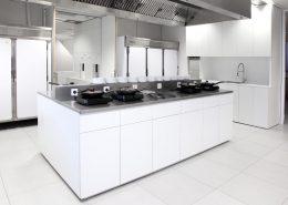 Roselier Agencement - Médical - Îlot de laboratoire pour préparations alimentaires avec plan de travail en inox