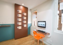 Roselier Agencement - Office Tourisme Beuvron en Auge - Eléments en métal et point informatique