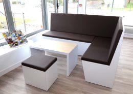 Roselier Agencement - Office Tourisme Lisieux - Espace lecture avec assises et dossiers en skaï haute résistance