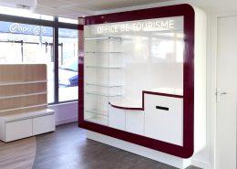 Roselier Agencement - Office Tourisme Lisieux - Meuble de présentation - Stratifié brillant