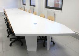 Roselier Agencement - Espaces Entreprises - Table de réunion sur mesure - Design Galaktik