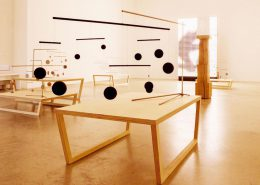 Roselier Agencement - Supports d'œuvres d'Art - Tables multiplis bouleau - Galerie Perrotin Paris - Design Xavier Veilhan