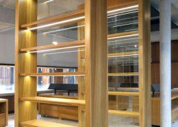 Roselier Agencement Lisieux - Librairie - Vitrines avec portes verres coulissantes verrouillables