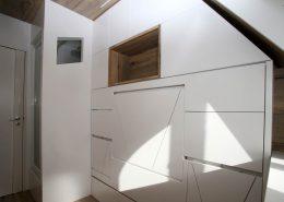 Roselier Agencement - Studio - Vue générale avec lit double table et assises fermées