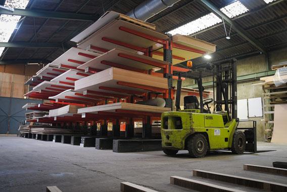 Capacité importante de stockage de panneaux et de stratifiés